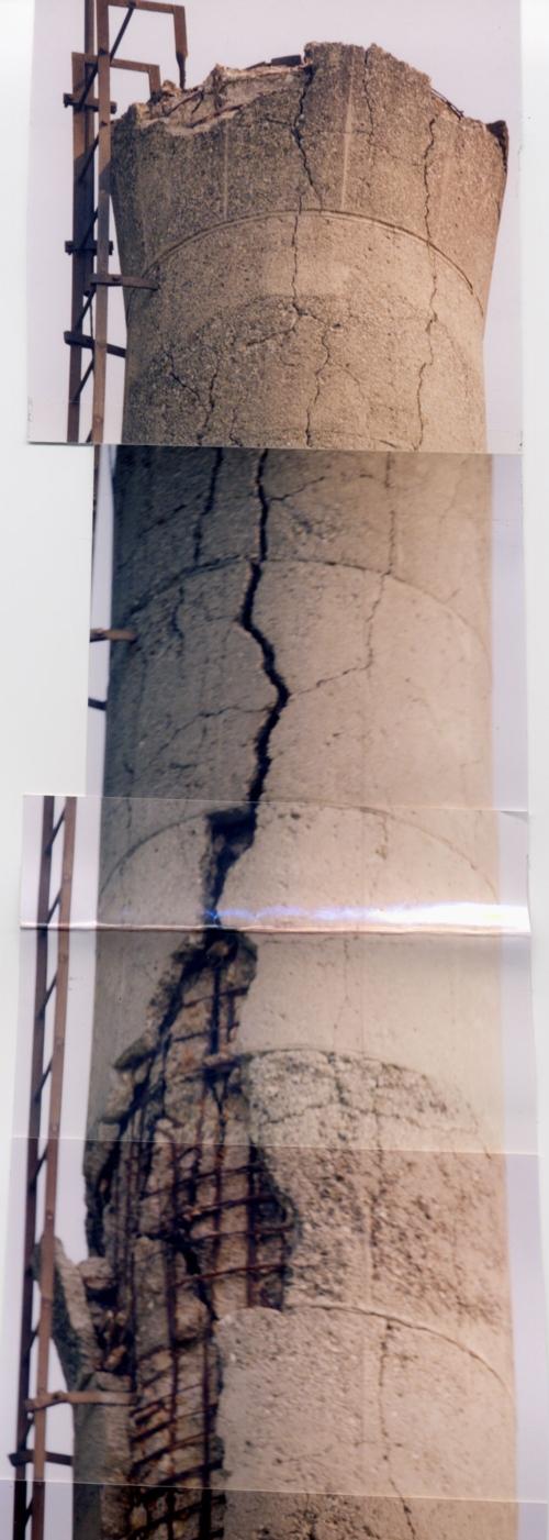 地震による煙突外部損傷例その2