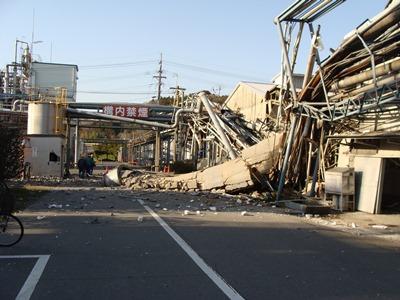 地震による煙突倒壊例その2-3