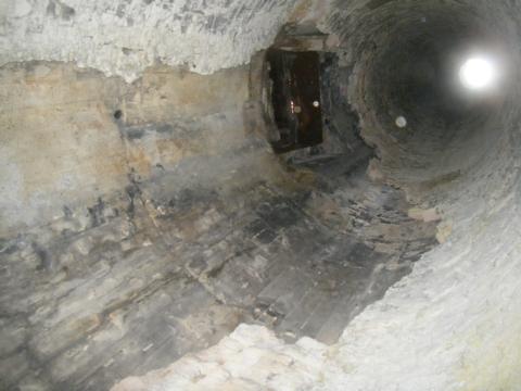 煙突内部目視点検(RC製、内部煉瓦式煙突)