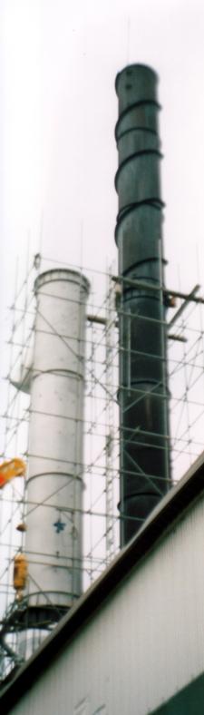 鋼板製独立型煙突(耐候性鋼板煙突、更新途中状況)