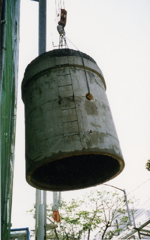 ワイヤーソー解体(煙突解体部の荷降ろし)